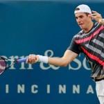John Isner enfrenta al poderoso Roger Federer