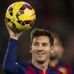 Messi con el Balón tras hacer un hat trick